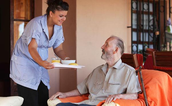 Les gestes a adopter pour proteger une personne agee